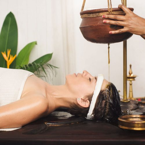 Agiouverdic-Massage-with-oil-&-herbals